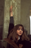 hermione-rasing-her-hand